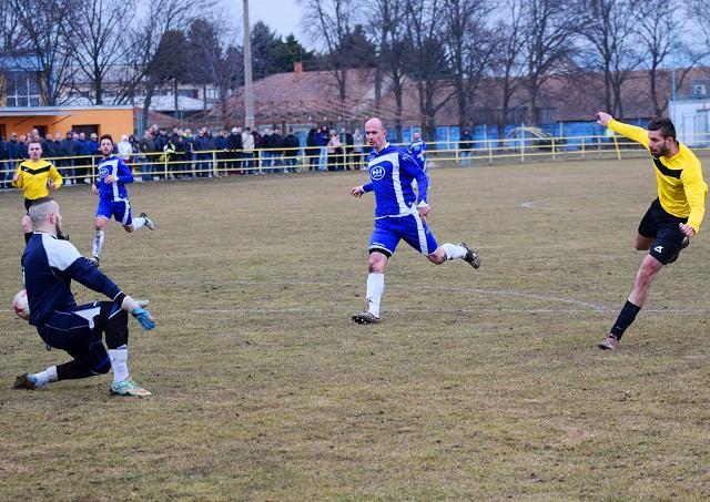 Futbal, 6. liga: Voderady vysoko vyhrali v Špačinciach, oblastné El Clasico pre Hornú Krupú