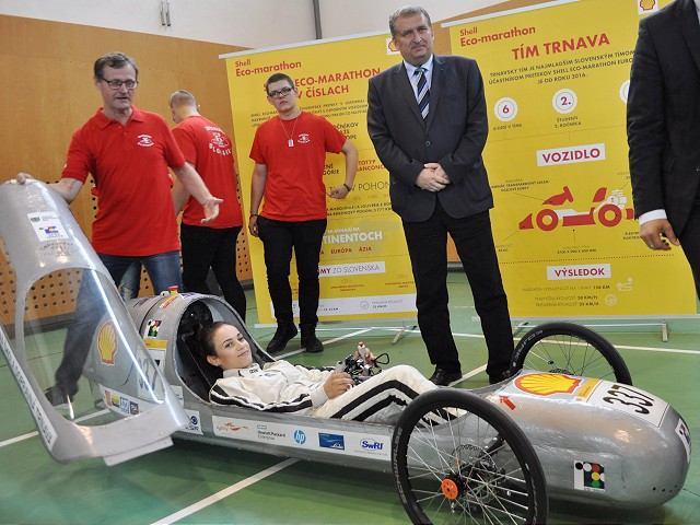 Trnavskí stredoškoláci vyvinuli úsporný elektromobil, idú s ním do Londýna