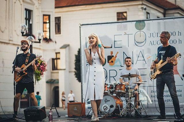 Kapela Family Friend má nový videoklip, zachytáva letnú pohodu v Trnave