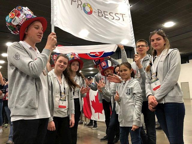 Úspech trnavských žiakov v USA: So svojím robotom získali tretie miesto na svetovej súťaži