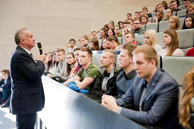 Prezident Andrej Kiska v Trnave diskutoval so študentmi