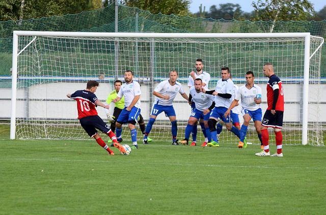Futbal, 7. liga A: Bučany deklasovali Ružindol, Košolná v derby zdolala Suchú