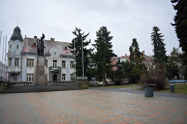 Najväčšia petícia v Trnave: Pomník osloboditeľov chcú zachovať na súčasnom mieste