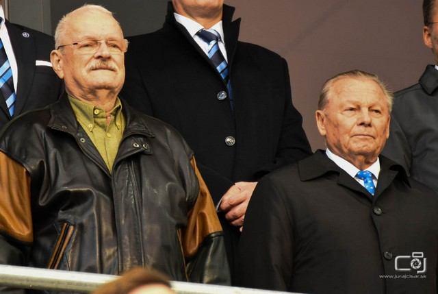 Na futbal do Trnavy prišli aj bývalí prezidenti Slovenska či Šatan s hokejovým koučom