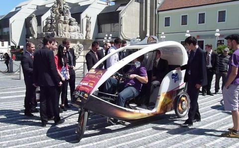 VIDEO: Moderné trojkolky vozia ľudí po meste zadarmo