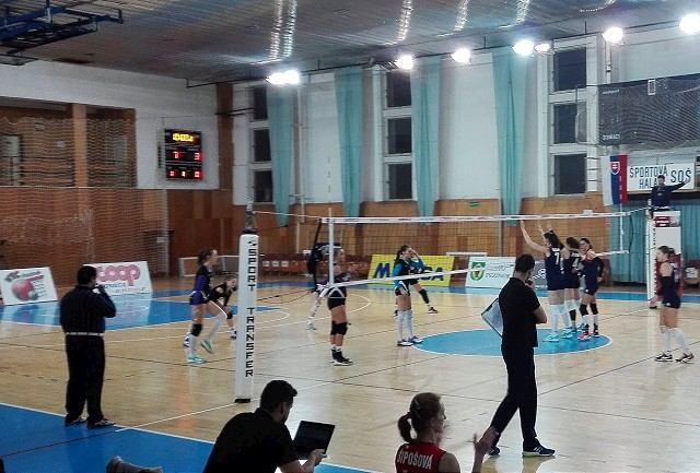 Volejbalistky si prehrou v Pezinku skomplikovali cestu do play-off