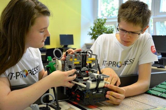 Šikovní trnavskí školáci postavili Lego robota, pôjdu reprezentovať Slovensko do Sydney