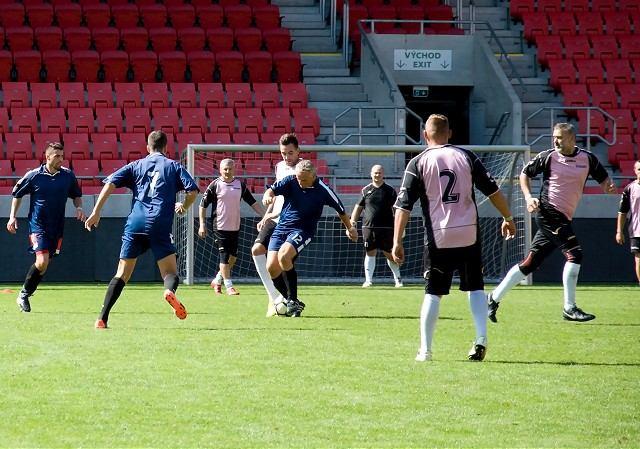 Zamestnanci ŽOS hrali futbal na trnavskom štadióne, turnaj si pozrel aj Vladimír Poór