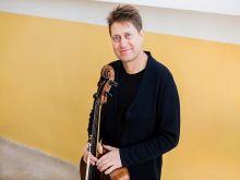 9a440ddf1 Cyklus koncertov Nádvorie klasicky otvorí violončelista Jozef Lupták