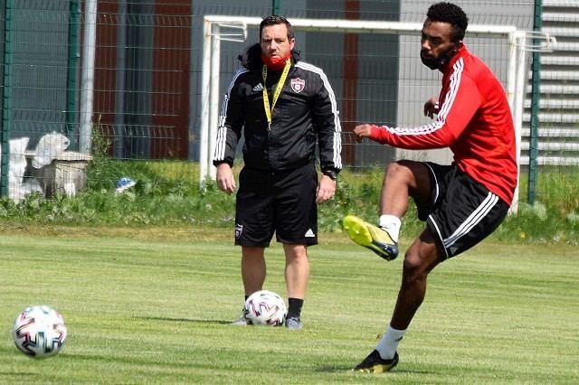 V Spartaku to vrie: Tréner Chéu a vedenie klubu si vymenili mediálne odkazy