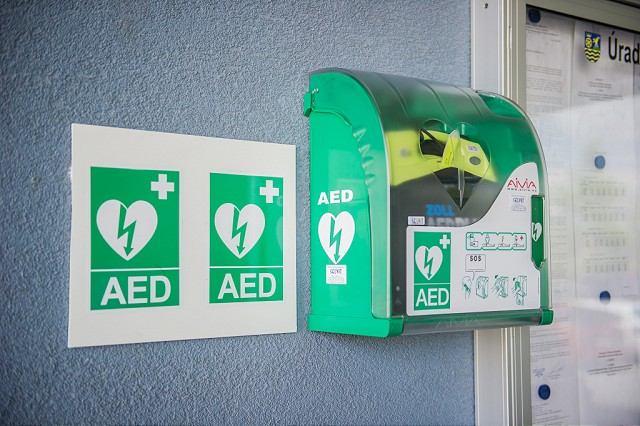 Na budove trnavskej župy osadili verejne prístupný defibrilátor