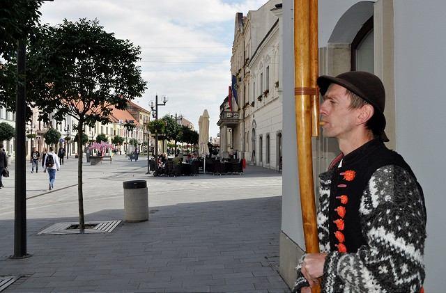 Na letných terasách v centre Trnavy bude opäť hrať hudba