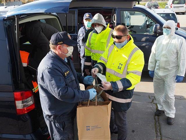 Župa priviezla materiálnu pomoc personálu aj ubytovaným v karanténe v Gabčíkove