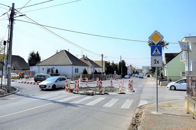 Práce na obnove Kukučínovej ulice finišujú, na križovatke so Slnečnou budujú kruháč