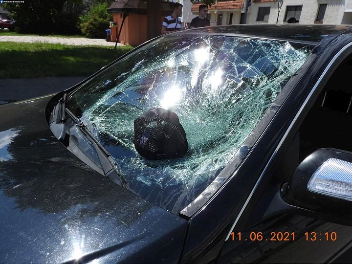 Kolobežkár v Trnave skončil po zrážke s Mercedesom  v nemocnici