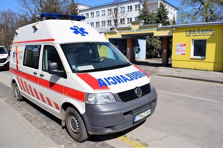 V trnavskej nemocnici sú traja pacienti s koronavírusom na pľúcnej ventilácii