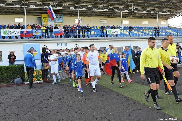 Slovenskí starostovia si obuli kopačky, vyzvali na súboj kolegov z Ukrajiny