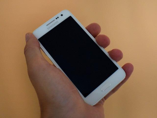 Prieskum o využívaní mobilov: Najviac času trávia študenti na telefóne v stredu