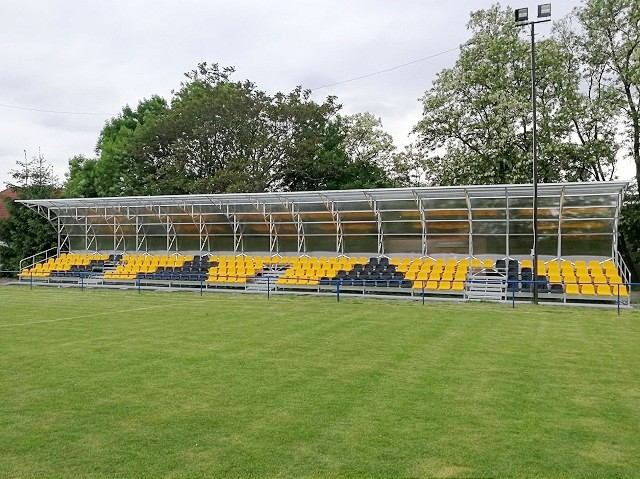 Vo Voderadoch vybudovali nové futbalové zázemie i tribúnu pre divákov